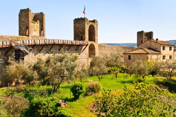 Le mura della fortezza di Monteriggioni
